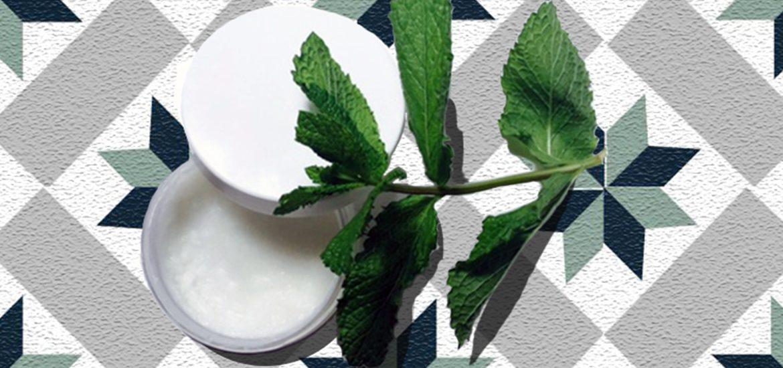 Déodorant écolo à l'huile de coco, huile essentielle de menthe poivrée, bicarbonate de soude et fécule de maïs
