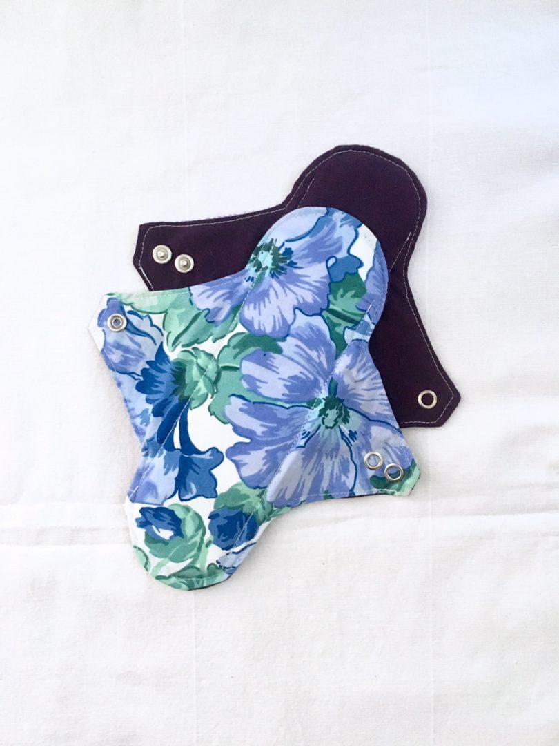 Serviette hygiénique lavable 2 gouttes feuillage violet