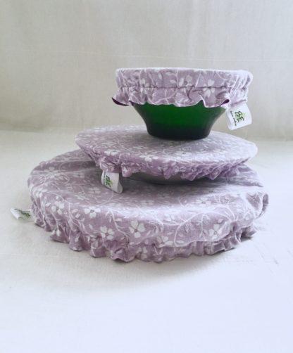 Charlottes à plats réutilisables violet fleurs blanches