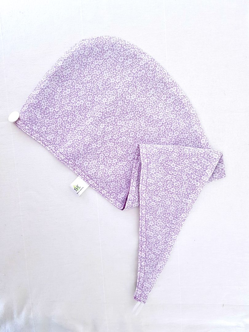 Turban de soin capillaire Violet fleurs blanches